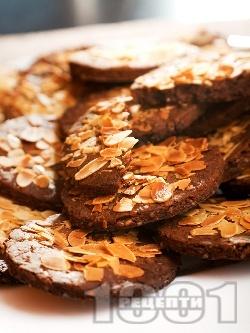 Какаови бисквити с фъстъчено масло и бадеми - снимка на рецептата